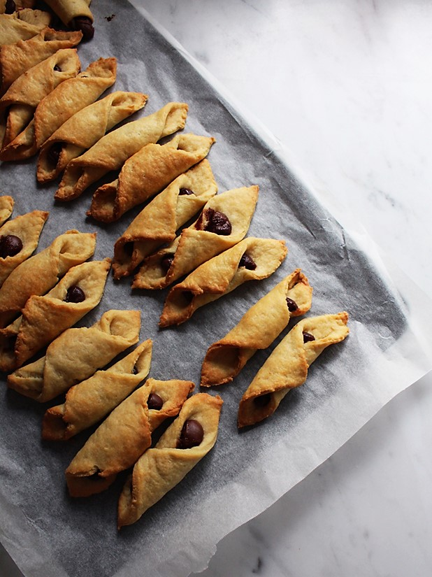 italian nutella and jam biscuits
